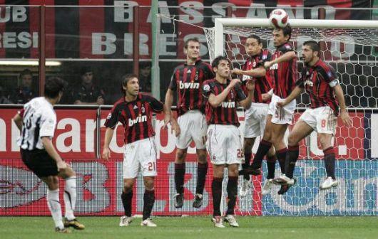 061001-Milan funny人牆