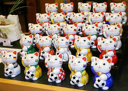 可愛的世界杯招財貓...好想要喔...