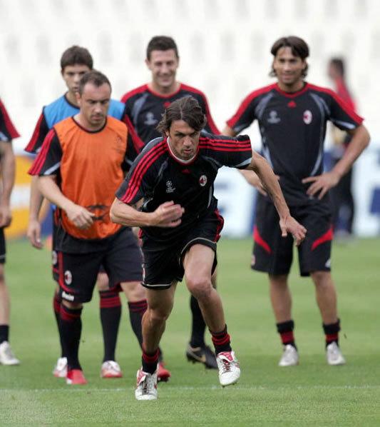 備戰歐冠 Maldini帶頭跑