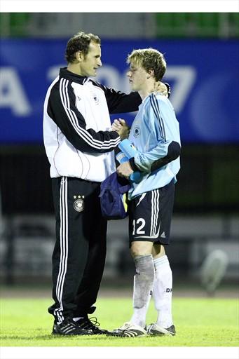 小朋友輸球自責  教練來安慰