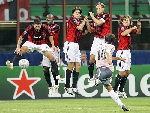 Milan-20070918CLFunny人牆經典-rui主罰.jpg