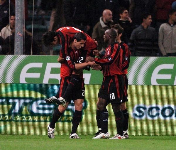 Milan-20071031-Sampdoria-大小Kaka慶功