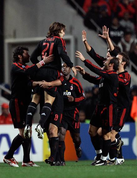 Milan-20071128-CLGS5-pirlo-goal-Celebrate-n.jpg