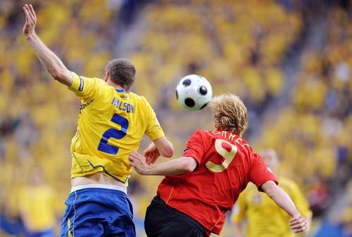 西-20080614-Torres爭頭球