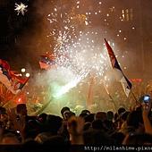 20110704-Nole-Belgrade首都慶祝會-十萬群眾放煙火.jpg