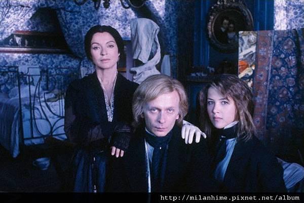 LaNoteBleue-1991-marie-france-pisier-janusz-olejniczak-and-sophie-marceau-1.jpg