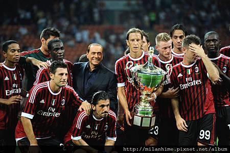 Milan-20110821-貝魯斯科尼杯-勝利合照.jpg