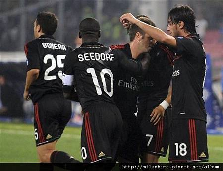 Milan-20110918-Napoli-AquilaniGoal-歡慶.jpg