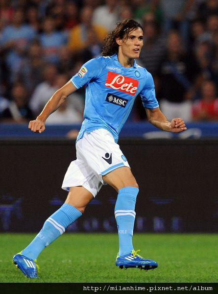 Milan-20110918-Napoli-重點在球衣-Cavani-g.jpg