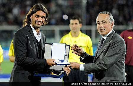 Maldini-2011-1011-Euro2012預賽-國家隊100場以上紀錄.jpg