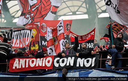 Milan-20111106-R11-AntonioCassano加油.jpg