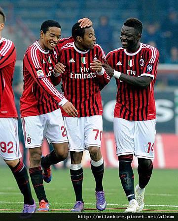 Milan-20120219-R24-Emanuelson-Robinho-Muntari-進球三寶.jpg