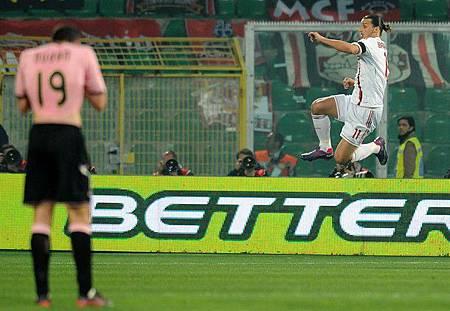 Milan-20120303-Ibra-goalx3-jump2
