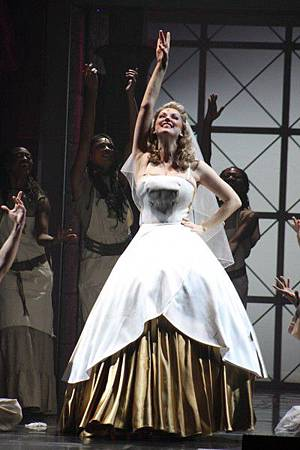 Aida-LeahAllers-as-Amneris