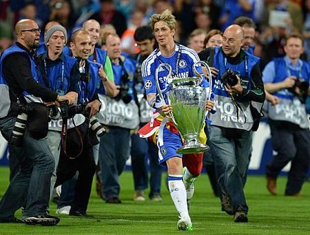 2012CLFinal-0519-Torres-Trophy