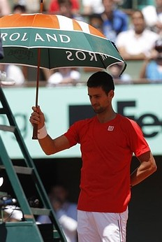 2012France-0526-Nole-training-funny充當球僮