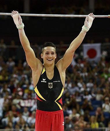 2012倫敦奧運-0801-MarcelNguyen-單槓結束致意2a