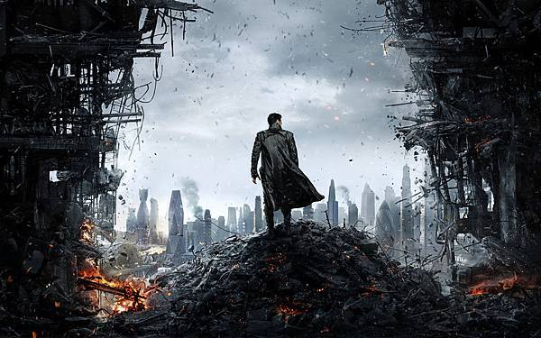 BenedictCumberbatch-2013-Star_Trek_into_darkness-poster1