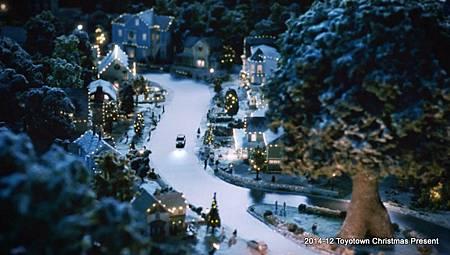 201412-TOYOTOWN-ChristmasPresent-b
