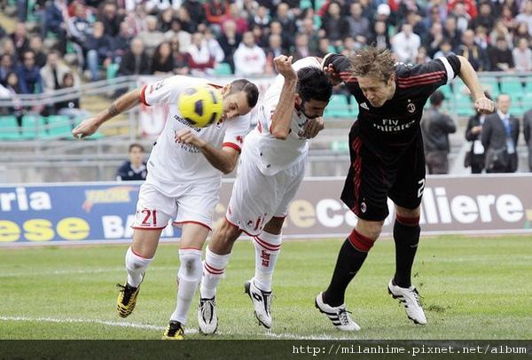 Milan-20101107-funny爭頭球-ambro.jpg