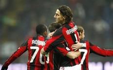 Milan-2011-0120-CoppaItalia-Ibra-抱的人是誰s.jpg