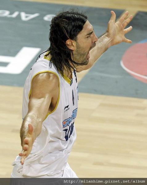 FIBA2010-0907- 阿巴之戰-LuisScola隊長強大無比.jpg