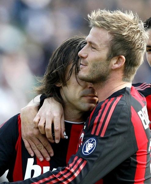 Milan-20090315-pirlo-beckham-hug2.jpg