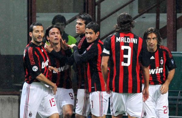 Milan-20090419-重點在背影-maldini.jpg