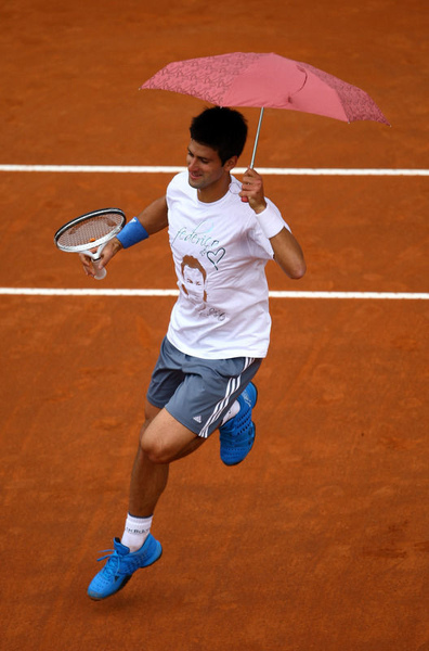 Djokovic-20090427-又在搞笑嗎1b.jpg