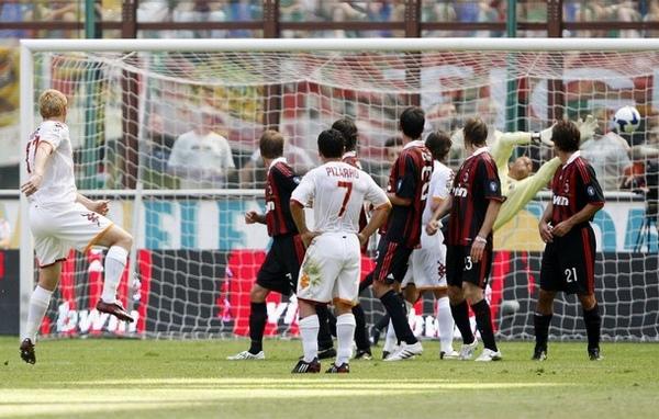 Maldini-20090524-Roma-被進兩個自由球.jpg