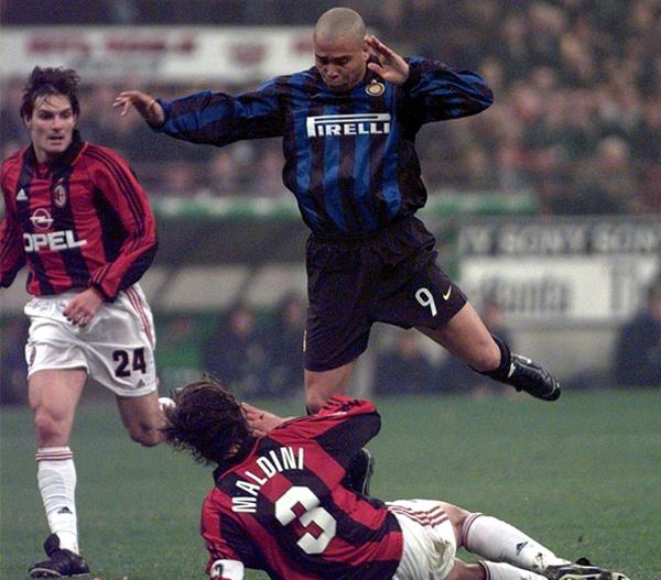 Paolo-MilanDerby-Ronaldo.jpg