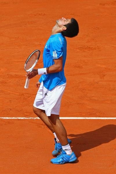 2009法網-0526-dojokovic-這樣比較好呼吸.jpg