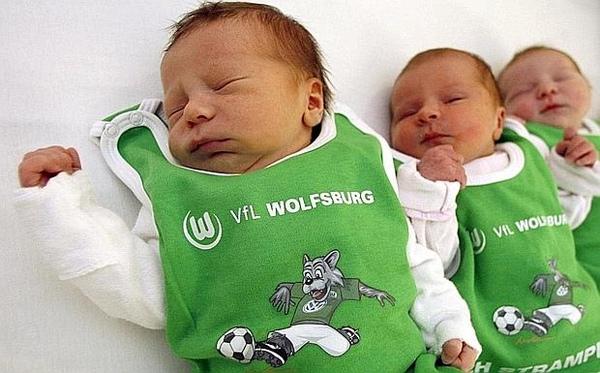 20090523-Wolfsburg慶BundesligaTriumph-新生兒mini-teamKit.jpg