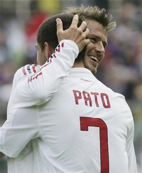 Milan-20090531-Fio-hug-Beckhampato.jpg