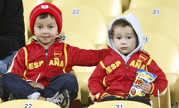Spain-20090614-聯合會杯-可愛小球迷.jpg