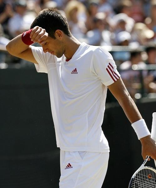 2009溫布頓-0701-Djokovic-太熱就洩氣.jpg
