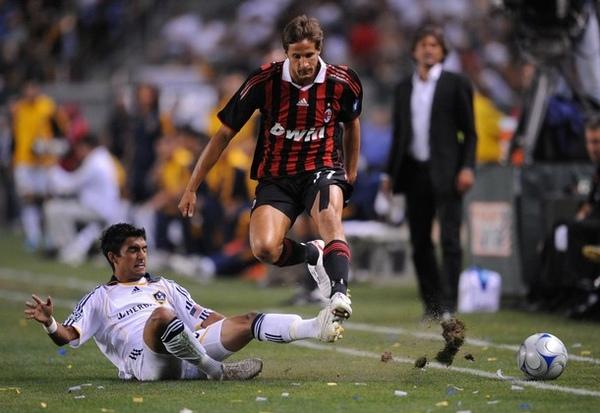 Milan-20090720-USA-熱身賽-Galaxy-antonini.jpg