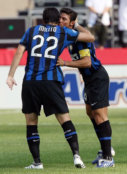 Milan-20090726-Inter-Milito22-goal.jpg