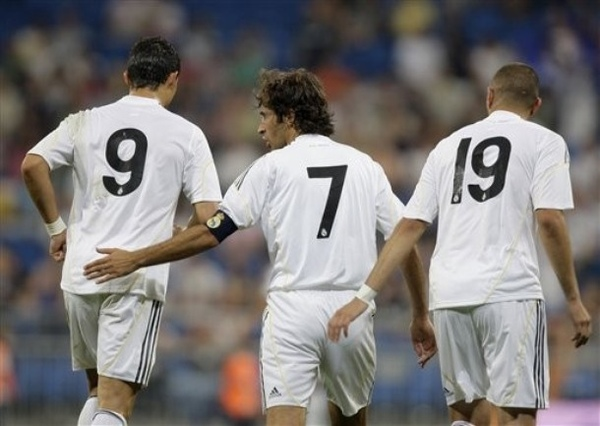 RM-20090726-Raul-Benzema-CR-背影.jpg