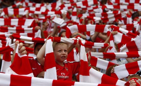 Arsenal-20090822-R03-主場可愛小球迷.jpg