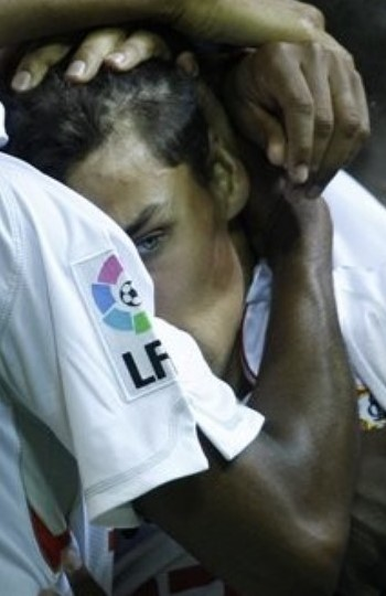 Sevilla-20091004-擊敗RM功臣-Navas-eyes1.jpg