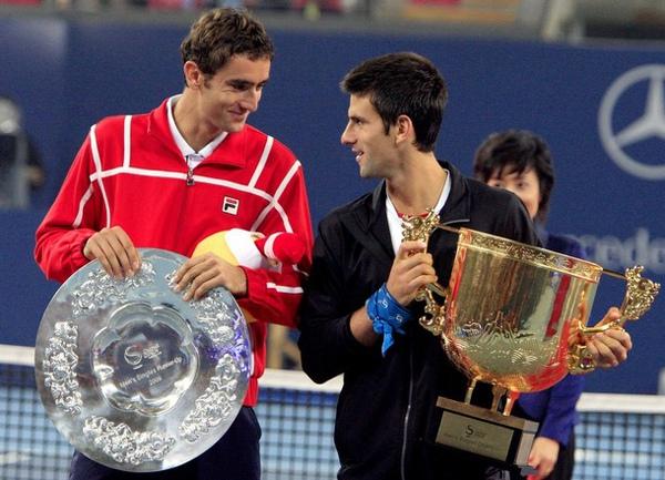 Djokovic-200901011-final-Cilic-談笑中.jpg