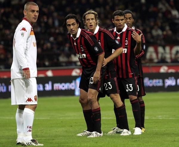 Milan-20091018-nesta-ambro-Silva-dinho-funny防守.jpg
