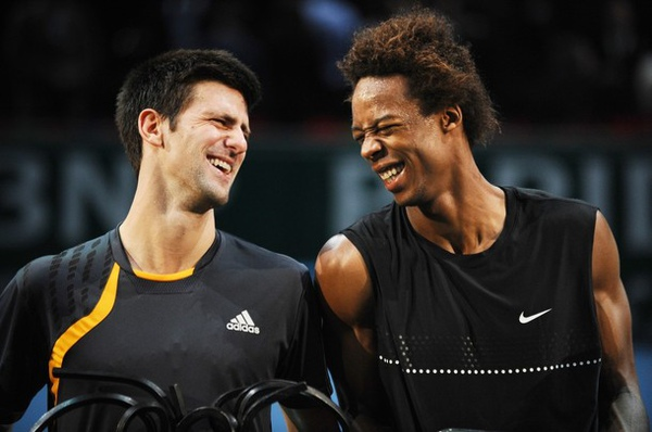 2009Paris-1115-Djokovic-Monfils-對視大笑.jpg