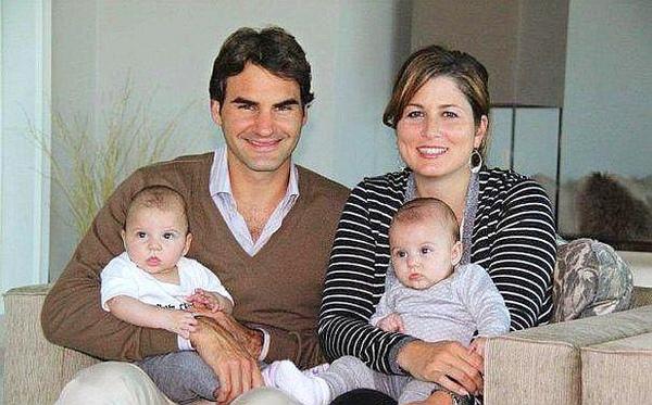 2009Natale-ACasa-Federer-family-Mirka-MylaRose-CharieneRiva.jpg