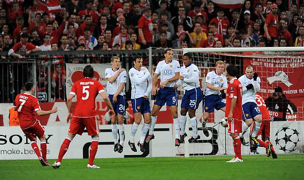 Bayern-20100330CLB8-funnyMU人牆.jpg