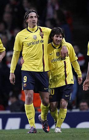 Arsenal-20100331CLB8-1-Barca-CescPique-大巨人小矮人-正常版IbraMessi.jpg