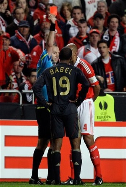 Benfica-Liverpool-20100401-UEL-Babel愚人節紅牌1.jpg