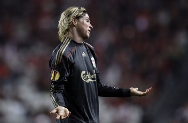 Torres-20100401-UEL-Benfica攤手沒辦法.jpg