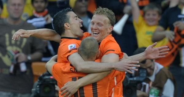WC2010-0614荷丹-荷蘭進球歡慶三劍客3.jpg